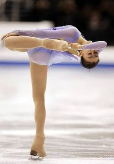 Skates, Ice Skating, Figure Skating, Japanese Figure Skater, Kim Yuna, Sport Gymnastics, Ice Princess, Sports Figures, Blues Music