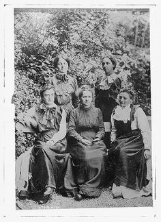 Mme. Curie and 4 students, Circa 1910