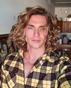Best Long Haircuts, Boys Long Hairstyles, Haircuts For Men, Men's Haircuts, Long Curly Hair, Long Hair Cuts, Curly Hair Styles, Cute Blonde Guys, Surf Hair