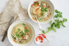 Slow-Cooked Chicken Laksa by Janl for when those Malaysian dinner cravings kick in. Slow Cooked Chicken, Slow Cooked Meals, How To Cook Chicken, Slow Cooker Recipes, Cooking Recipes, Slow Cooking, Freezer Meals, Crockpot Recipes, Chicken Laksa