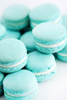 Tiffany blue, aqua, turquoise (great with teal) macaroons Blue Macaroons, French Macaroons, Macaroons Wedding, Breakfast At Tiffany's, Aqua Blue, Sweet Tooth, Sweet Treats, Food And Drink, Gastronomia