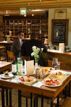 Unsere Weinbar mit viel Flair, gutem Essen und gutem Wein
