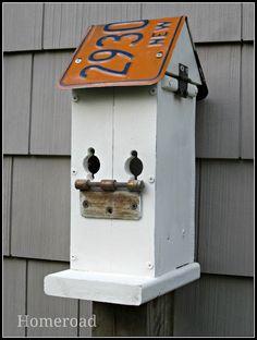 homeroa Rustic Birdhouse~the top is hinged and neat perch idea Bird House Plans, Bird House Kits, Old License Plates, Licence Plates, Birdhouse Designs, Birdhouse Ideas, Bird Aviary, Bird Houses Diy, Bird Feeders