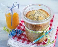 Das Rezept für Saftiger Mohn-Kuchen im Glas mit Aprikosensoße und weitere kostenlose Rezepte auf LECKER.de