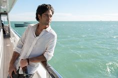 ADRIAN GRENIER as Vince in Warner Bros Pictures Home Box Offices and RatPacDune Entertainments comedy ENTOURAGE a Warner Bros Pictures release Credit Claudette Barius  2015 WARNER BROS ENTERTAINMENT INC RATPACDUNE ENTERTAINMENT LLC ENTOURAGE HOLDINGS LLC AND HOME BOX OFFICE INC