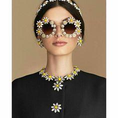 dolce & gabbana daisy look Dolce & Gabbana, Round Sunglasses, Mirrored Sunglasses, Luxury Sunglasses, Novelty Sunglasses, Trending Sunglasses, Sunglasses Sale, Floral Fashion, Belle Photo