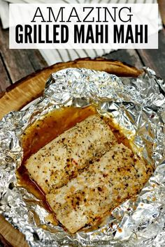 You will love this simple Mahi Mahi recipe! Dinner comes together quickly when you make Grilled Mahi Mahi recipe! In less time it takes to get take out, this fish will be ready! It& packed with garlic and herb seasoning! Grilled Mahi Mahi, Mahi Fish, Grilled Salmon, Mahi Mahi Marinade, Grilled Fish Tacos, Maui Maui Fish Recipes, Grilled Fish Recipes, Amigurumi