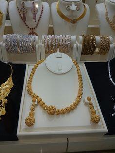 Gold Jewellery Design, Gold Jewelry, Bridal Makeup, Wedding Makeup, Salwar Suits, Necklace Designs, Krishna, Dubai, Jewerly