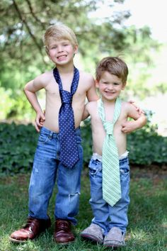 love this idea for next Father's Day - kids in dad's tie and shoes