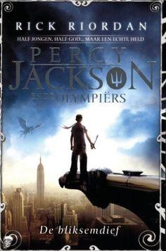 Dit boek is echt geweldig! Het is reuzespannend. Percy vertelt je al op de eerste bladzijde dat hij een halfbloed is en dat het gevaarlijk is om een halfbloed te zijn.