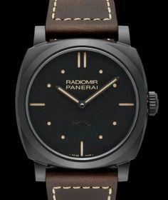 Panerai 推出了一枚黑色陶瓷版的 Radiomir 1940「PAM00577」,采用48mm 氧化锆陶瓷表壳。表背的十二边形底盖则是钛金属材质,整枚表的黑色磨砂质感具有低调而神秘的视觉效果。双针布局,三明治结构表盘,依然是 Radiomir 的经典设计元素。