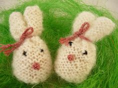 Eggs warmers - rabbits von MariArt auf DaWanda.com Beautiful eggs warmers will be great decoration of Easter table.  Thanks to them, eggs will be longer warm.  Warmers in the shape of rabbits, made of mohair yarn in color white. #Easter #Eggswarmers #MariArtShop #Wielkanoc #ocieplacze