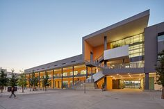 Classroom and Academic Office Building   University of California, Merced   Solomon Cordwell Buenz (SCB)   Archinect