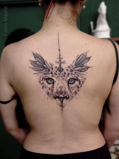Sketch work style upper back tattoo of a cheetah. Artista Tatuador: Fabio Mauro