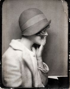 Vintage - self photography cloche hat Vintage Photo Booths, Photo Vintage, Vintage Love, Vintage Beauty, Vintage Fashion, Vintage Style, Vintage Woman, Hollywood Fashion, Old Hollywood