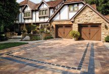 Driveway in Umbriano paver with Courtstone accents by Unilock. Products can be purchased from Stone Gallery Landscape & Masonry Supply in Newton MA and can be delivered within a 50 mile radius.