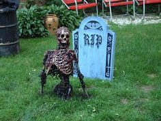 WOW DIY scary skeleton, can't wait to have a yard again.