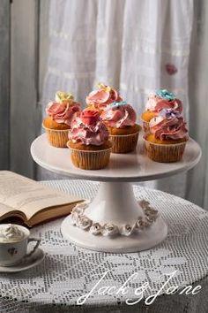 Rózsás mázas kerámia tortatál - ROSE   Jack&Jane tortaállványok Mini Cupcakes, Rose, Desserts, Tailgate Desserts, Pink, Deserts, Postres, Dessert, Roses