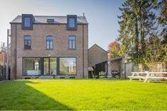 Vakantiehuis 22p - Durbuy - modern, mooi ingericht + leuke tuin - genoeg ruimte in eetkamer? Weekender, Ardennes, The Good Place, To Go, Mansions, House Styles, Places, Modern, Home Decor
