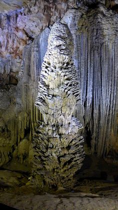 ˚Splash Stalagmites, Paradise Cave, Phong Nha - Ke Bang National Park, Vietnam