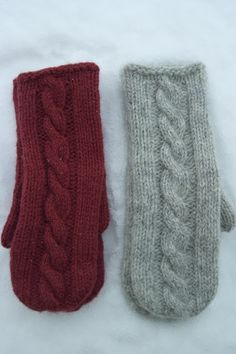 Ravelry: Martine cabled mittens pattern by Berry Cheeks Knitted Mittens Pattern, Knit Mittens, Knitted Gloves, Knitted Bags, Crochet Pattern, Knitting Charts, Free Knitting, Knitting Patterns, Embroidered Bird