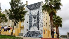 Astro created his first graffiti art in 2000 in the morthern suburb of Paris