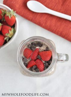 Chocolate Strawberry Chia Pudding.  A healthy breakfast that tastes like dessert.  Chocolate and strawberry makes the best combination!  vegan, glutenfree