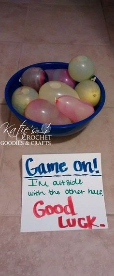 A Water Balloon Fight Surprise is such a fun activity for anyone! Leave a note next to the door and wait outside with the other half of the water balloons! Water Balloon Fight, Water Balloons, Water Fight, Creative Valentines Day Ideas, Creative Date Ideas, Boyfriend Birthday Ideas Creative, Balloon Surprise, Diy Cadeau Noel, Birthday Surprise Boyfriend