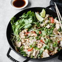 This Keto Chicken Pad Thai is a quick and easy weeknight meal for 2 or make ahead for easy lunches! Low Carb Pizza, Low Carb Keto, Pasta Recipes, Keto Recipes, Cabbage Recipes, Ketogenic Recipes, Recipes Dinner, Cake Recipes, Low Carb Noodles