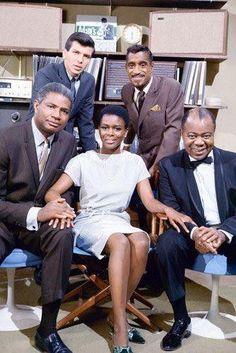 (From l to r) Ossie Davis, Cicely Tyson, Louis Armstrong, Sammy Davis, Jr. & Frank Sinatra, Jr.