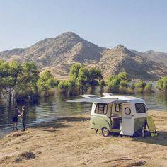 De Happier Camper caravan is de leukste van allemaal, met een retro design geïnspireerd door die leuke Volkswagen-busjes.
