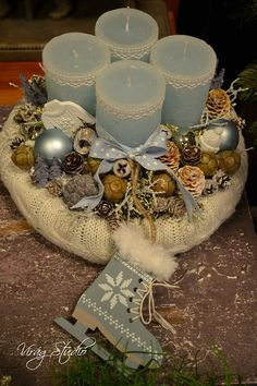 Christmas Advent Wreath, Christmas Art, Advent Wreaths, Candle Centerpieces, Elegant Christmas, Xmas Decorations, Christmas Inspiration, Halloween, Holidays And Events
