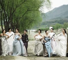 Hanbok Lynn's modern twist on the traditional Korean hanbok. Love Love~~