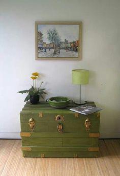 Green and gold steamer trunk, vintage luggage /portaverdestudio Wooden Trunks, Old Trunks, Vintage Trunks, Wooden Chest, Home Decor Furniture, Furniture Projects, Furniture Makeover, Painted Furniture, Diy Home Decor