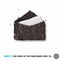 While an award is great, we'd rather get a tall glass of milk to dunk in. #dailytwist #vma http://oreo.ly/dailytwist