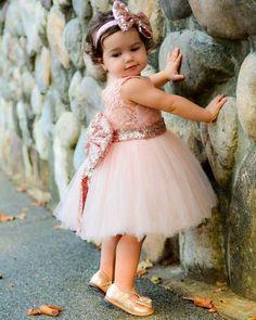 Super Ideas for birthday girl outfit toddler gold sequins Toddler Flower Girl Dresses, Dresses Kids Girl, Toddler Dress, Baby Dress, Infant Toddler, Vestido Rose Gold, Princesa Tutu, Gold Flower Girl Dresses, Gold Dress