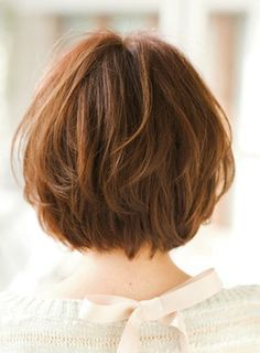 Cute short bob + bang (back)