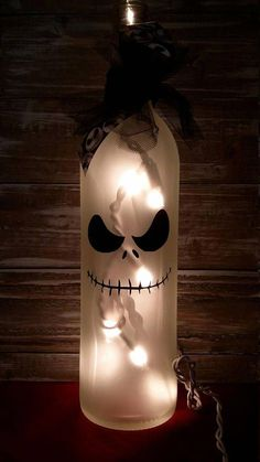 21 Lamp Decoration Ideas For A Sparkly Halloween - - Homemade Halloween Decorations, Halloween Crafts For Kids, Halloween Diy, Holiday Crafts, Halloween Night, Halloween Wine Bottles, Wine Bottle Crafts, Wine Bottle Lamps, Beer Bottle