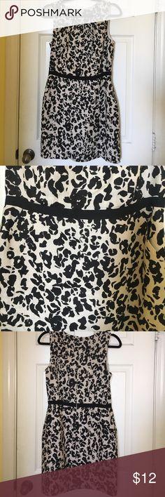 Women's business dress, size 8 Very cute women's sleeveless business dress. Size 8. Lightly worn Valerie Bertinelli Dresses Mini