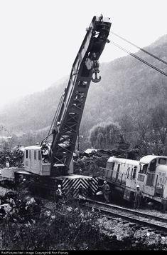 RailPictures.Net Photo: LN 40025 Louisville & Nashville Wrecker at Big Stone Gap, Virginia by Ron Flanary