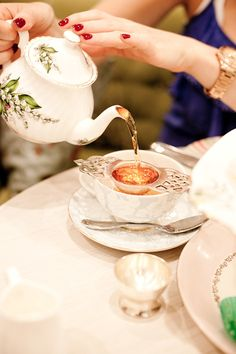 How lovely is this tea pot? Consider a high tea for your next function. Dessert, Afternoon Tea Parties, Mid Afternoon, Cuppa Tea, My Cup Of Tea, Tea Recipes, Me Time, High Tea, Coffee Time