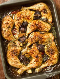Cosce di pollo con cipolle: ecco un secondo di carne bianca semplicissimo e genuino, con tutti i sapori genuini e sani del Mediterraneo!
