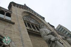 Les  comparto una fotografía  de la Basílica de Nuestra Señora del Rosario, En la cuidad de  Manizales . ¿Sabían  que  en el 2008 indicaron que era la  catedral mas alta  de Colombia San Francisco Ferry, Photograph, Building, Travel, Rosario, Colombia, Photography, Viajes, Buildings