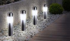 Parfaites pour l'éclairage des allées et jardins, ces lampes solaires LED ont un temps de fonctionnement de 6 à 8 heures Lampe Tube, Terrazzo, Relax, Groupon, Driveway Ideas, Home Decor, Parmesan, Chips, Gardens