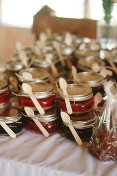 Favor Ideas: Take home mason jar dessert as wedding favor #dessert #masonjar #rustic
