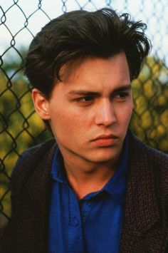 Johnny Depp would have been a good Johnny Cade (even though I love Ralph Macchio for the role). Brad Pitt, Jhony Depp, Johnny Depp Wallpaper, Kentucky, Young Johnny Depp, It's Johnny, 21 Jump Street, Handsome Actors, Perfect Man
