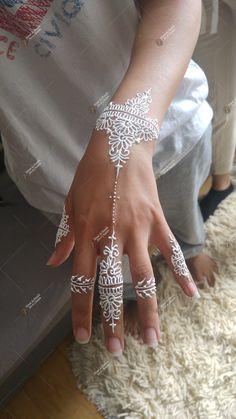 Henna Tattoo Hand, Henna Tattoos, Henna Tattoo Muster, White Henna Tattoo, Henna Mehndi, Henna Hand Designs, Henna Tattoo Designs, Mehndi Designs, Tattoo Trend