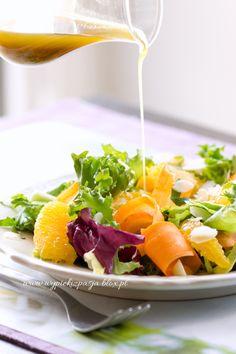 Sałatka z pomarańczy i chrupiącej marchewki