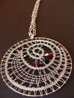 ogrlica zs kristali Swarovski Bobbin Lacemaking, Bobbin Lace Patterns, Christmas Ornaments To Make, Lace Jewelry, Freeform Crochet, Lace Making, Fiber Art, Tatting, Diy And Crafts
