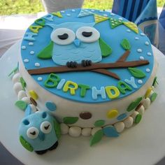 Owl Cake - wonder if I can teach myself how to make this...I KNOW I can make a cake and Ice it but Fondant is a whole new monster...